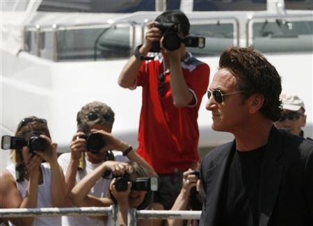 Fãs registam a chegada de Sean Penn, Presidente do Júri de 2008
