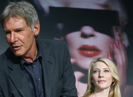 Harrison Ford e Cate Blanchett durante a conferência de imprensa dedicada ao mais recente capítulo de Indiana Jones