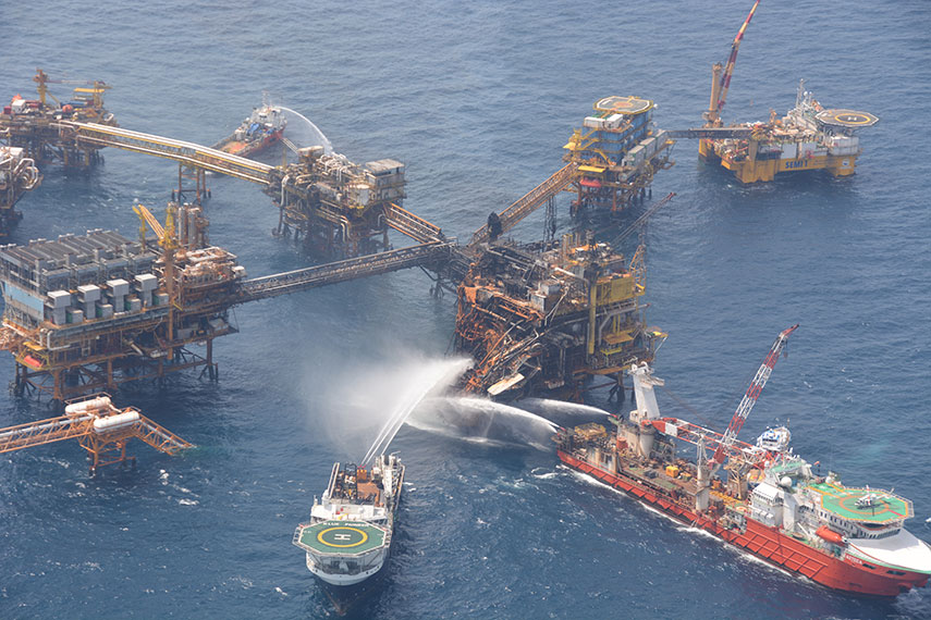 790ff190 HAZARDOUS WORK: An April fire on the Abkatun Permanente platform in the  Campeche Sound killed seven Pemex workers and injured as many as 45.