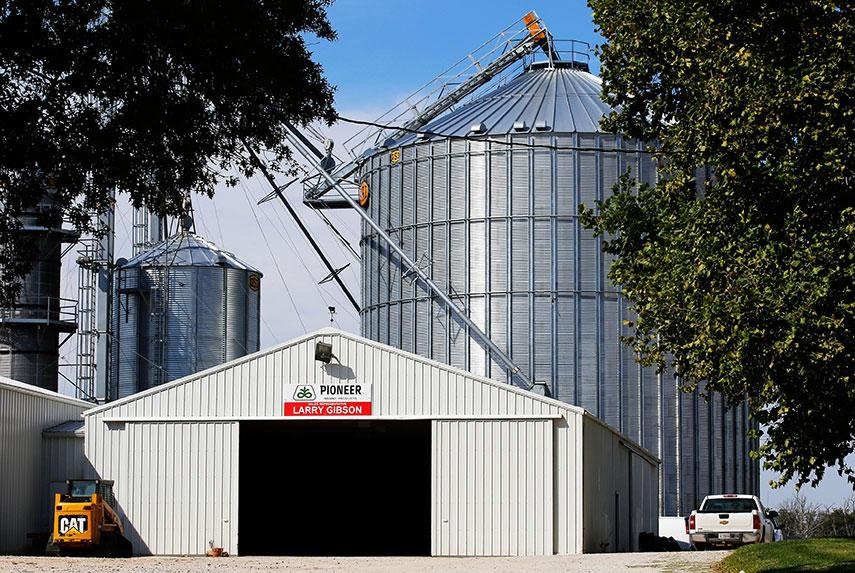 Falling prices, borrowing binge doom Midwest 'go-go farmers'