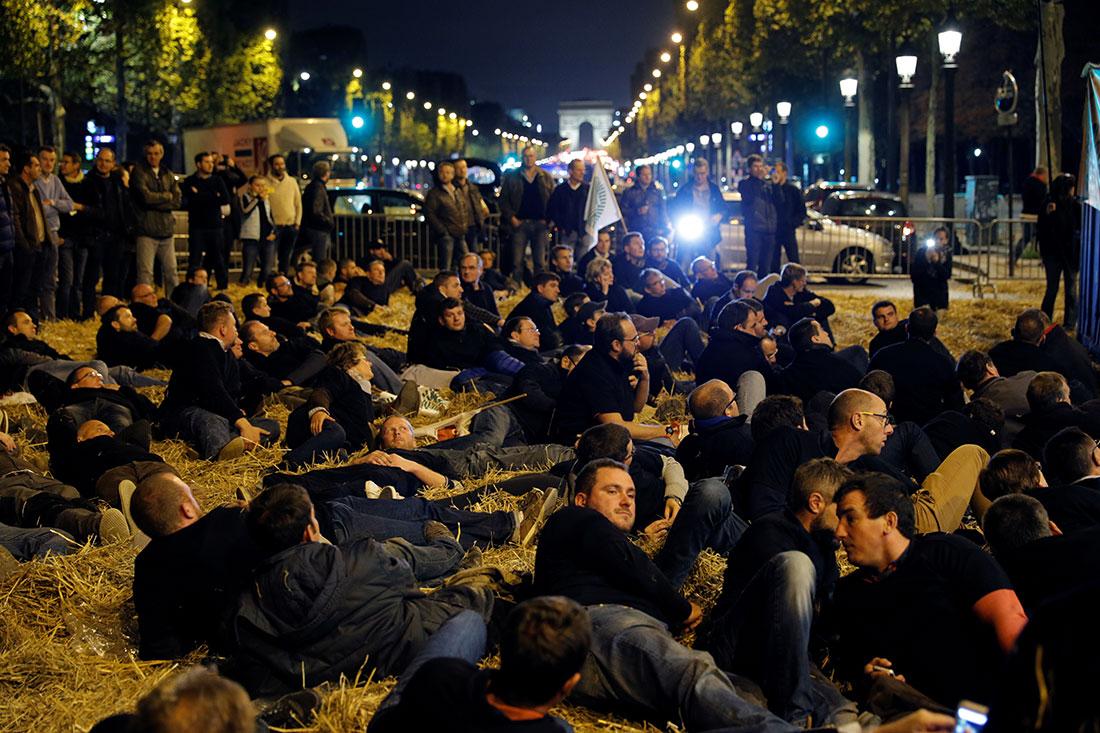 REUTERS/Philippe Wojazer. Agricultores protestan contra el gobierno por posible prohibición del uso de glifosato.