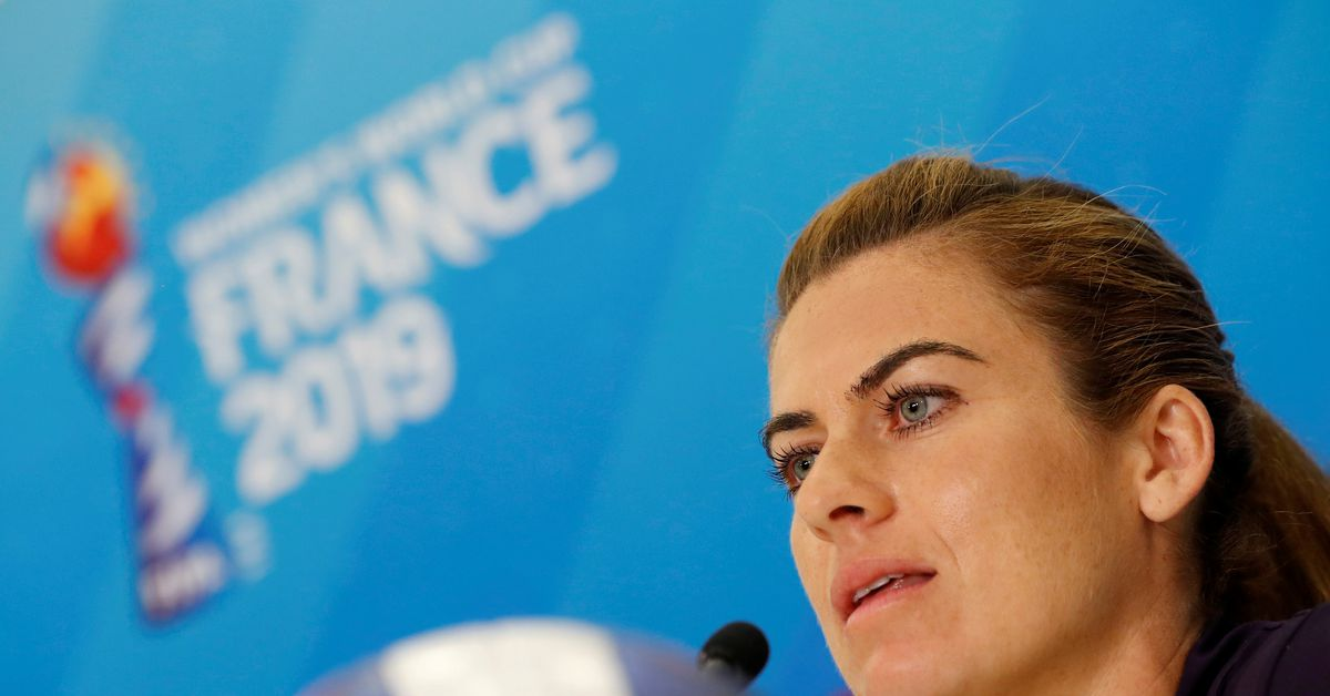 Soccer-Players discuss online abuse with UK government ministers