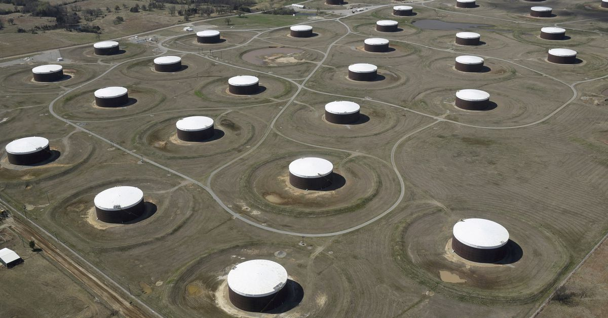 Oil extends losses in risky commerce as Delta variant angst spreads