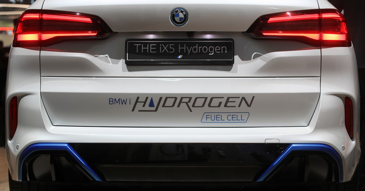 MUNICH, Sept 22 (Reuters) - Battery power may be the frontrunner to become the car technology of the future, but don't rule out the underdog hydr