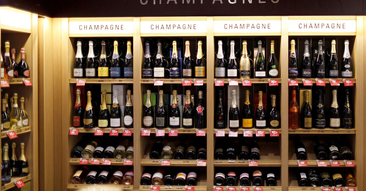 French champagne trade group fumes over new Russian champagne legislation
