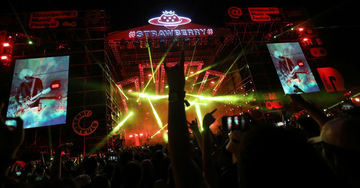 Thousands of revelers attend Wuhan music festival – Reuters