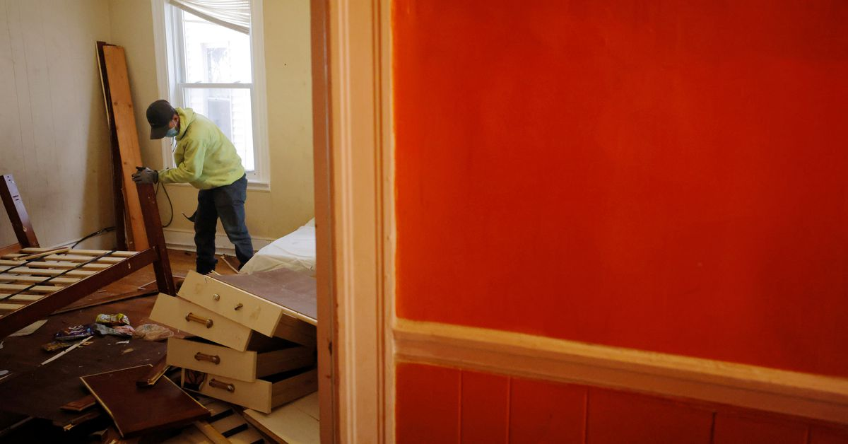 U.S. COVID-19 eviction ban expires, leaving renters at risk