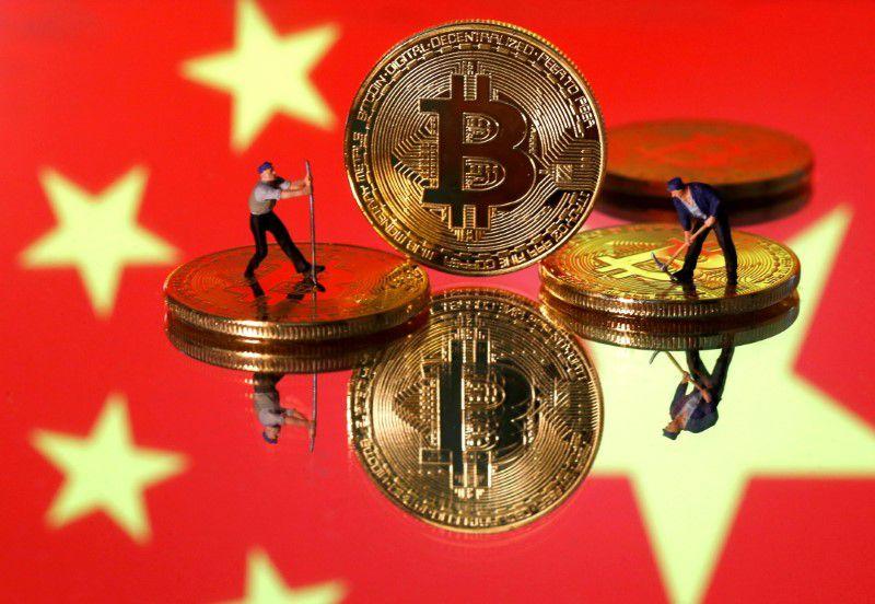 Cina, stretta sui bitcoin. Chiude piattaforma di scambio, prezzi in altalena