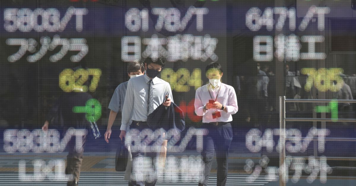 US stock futures lead Asia lower, dollar gains on yen