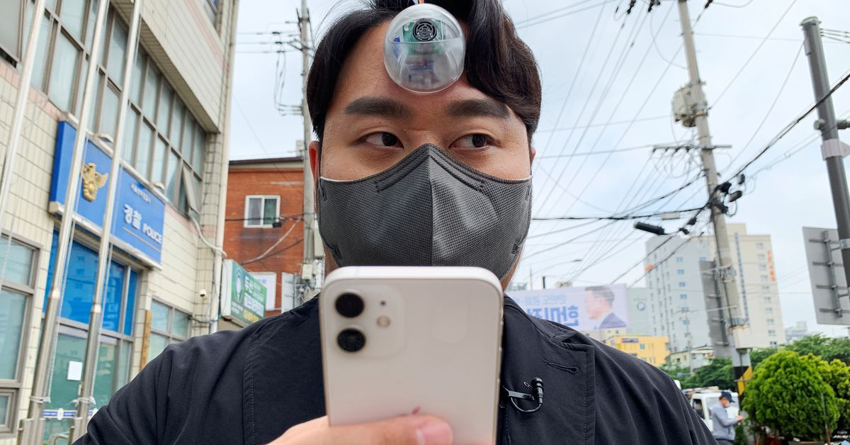 S.Korean designer creates 'Third Eye' for 'smartphone zombies' – Reuters