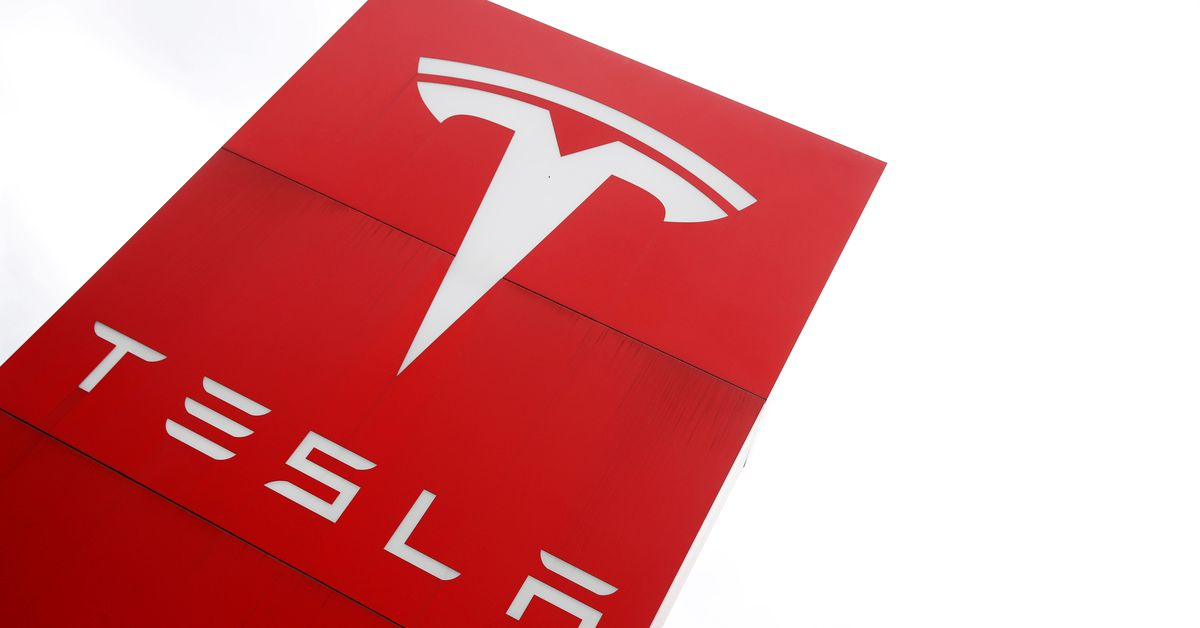 The logo of car manufacturer Tesla is seen at a dealership in London, Britain, May 14, 2021. REUTERS/Matthew Childs/File Photo WASHINGTON, July 20 (Re