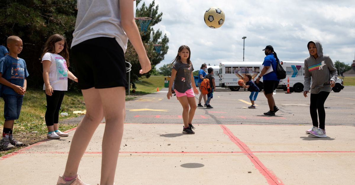 U.S. CDC says children can get within 3 feet at summer camp – Reuters