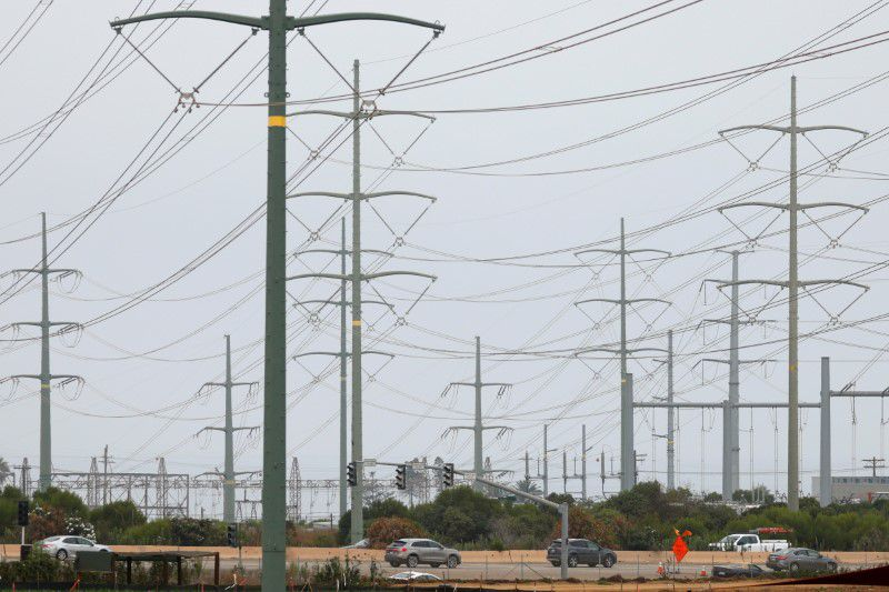 As temperature soars, Texas and California cut electricity