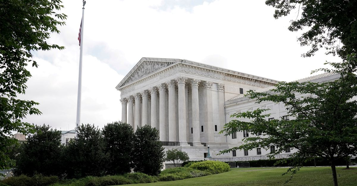 U.S. Supreme Court rules for police over excessive force claims thumbnail