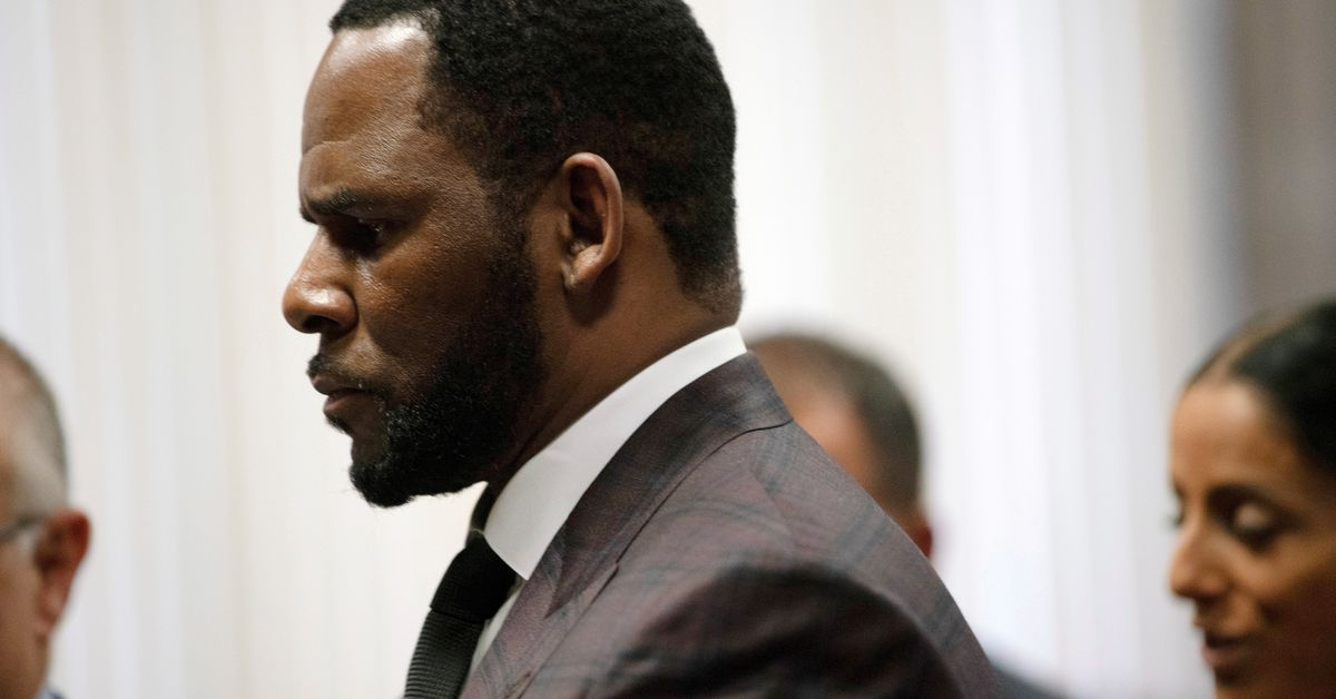 R. Kelly hid crimes in 'plain sight,' prosecutor says near end of sex trafficking trial - Reuters