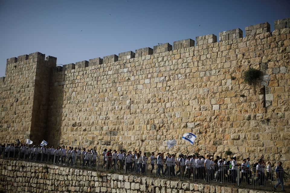Israel to permit right wing march