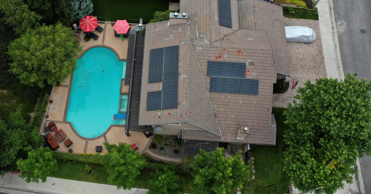U.S. seeks to speed rooftop solar growth with instant permits