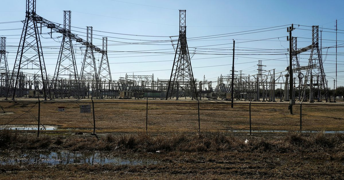 Texas grid asks residents to conserve power as heatwave hits