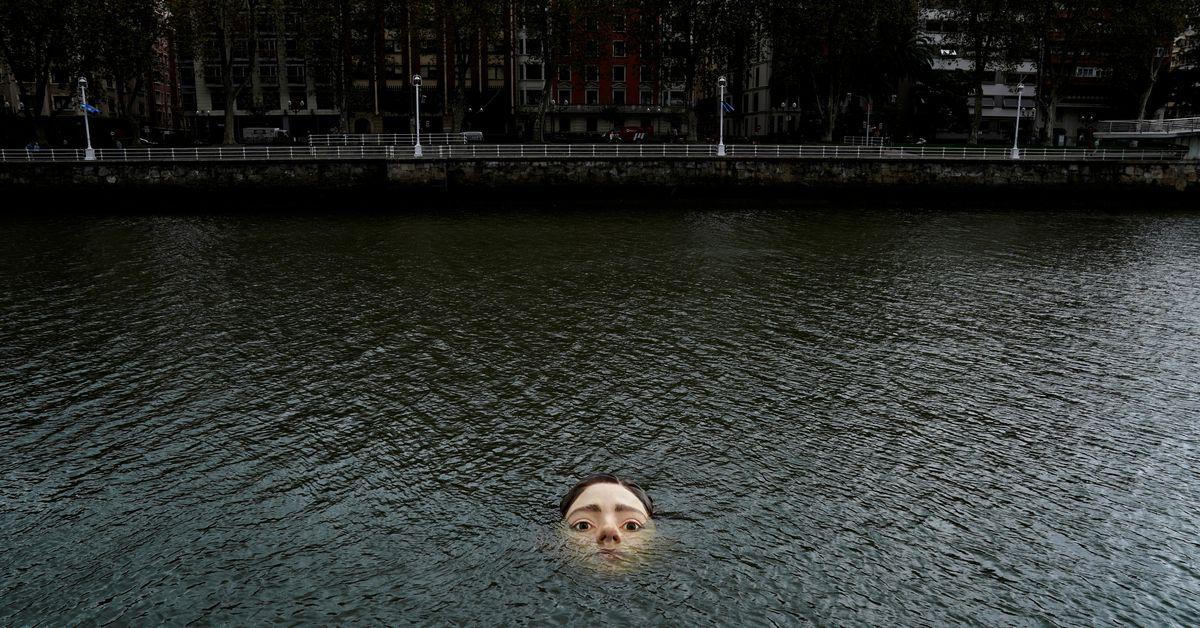 Bức tượng cô gái chết đuối gây xôn xao ở Bilbao