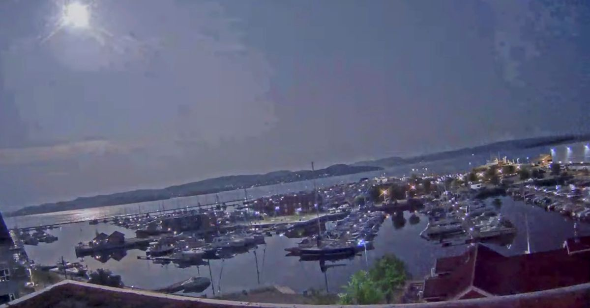 A meteor lights up the sky over Holmestrand, Norway July 25, 2021, in this picture obtained from a social media video. HOLMESTRAND UTVIKLING AS via RE